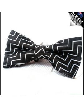 Black & White Zigzag Stripes Bow Tie
